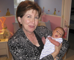 Laurie's mom and newborn daughter, October 2007 – say cheese!